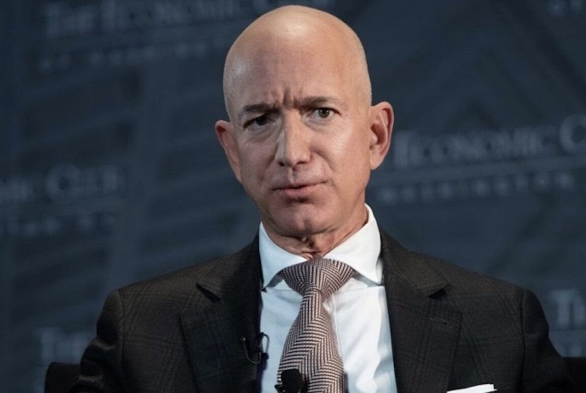 En medio del caos electoral, Jeff Bezos vende acciones de Amazon por 3.000 millones de dólares