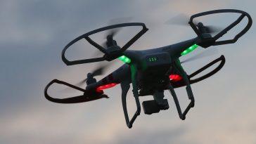 Los drones con reconocimiento facial están listos para volar, es el mundo el que aún no está