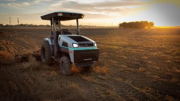 Monarch Tractor recauda varios millones para tractores eléctricos autónomos