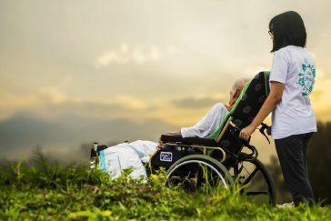 Cómo abrir una residencia para ancianos