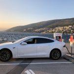 Elon Musk crea restaurante para estaciones de carga eléctrica