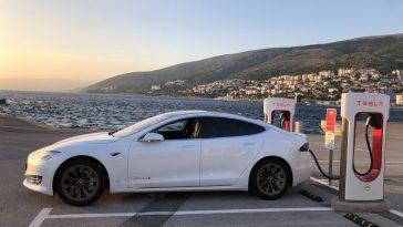 Elon Musk y el restaurante de la marca Tesla para estaciones de carga electrica